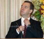 ميدفيديف يتوقع اشتداد معاناة الاقتصاد الروسي من العقوبات في 2015