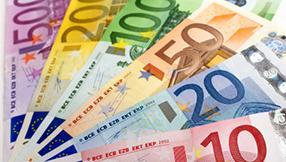 الأضواء مسلّطة على اليونان وسط دراسة المركزي الأوروبي كيفية الوصول الى التمويل وبيع الحكومة الأوراق المالية
