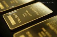 الذهب ينخفض بفعل توقعات برفع الفائدة الأمريكية