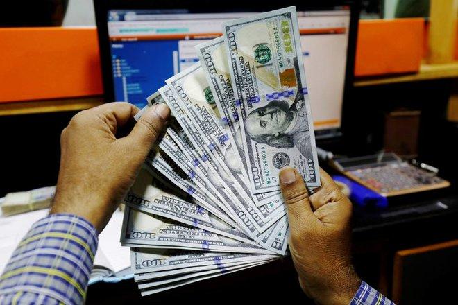 الدولار يتراجع عن أعلى مستوياته في 9 أشهر