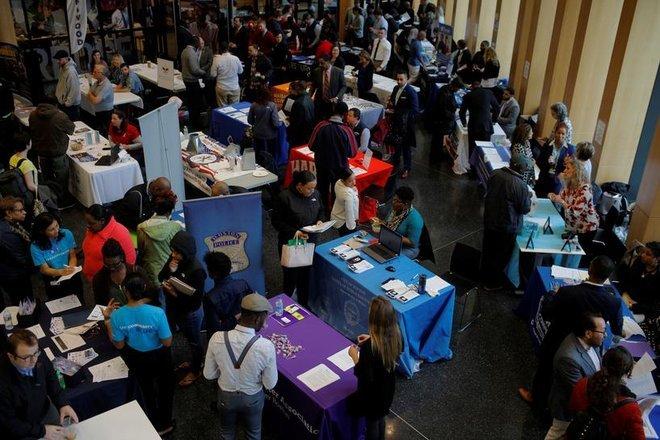 طلبات إعانة البطالة الأمريكية تتراجع
