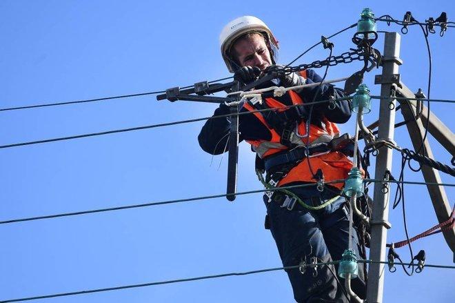 فرنسا بعد عاصفة «أورور» .. 250 ألف منزل بلا كهرباء واضطراب القطارات